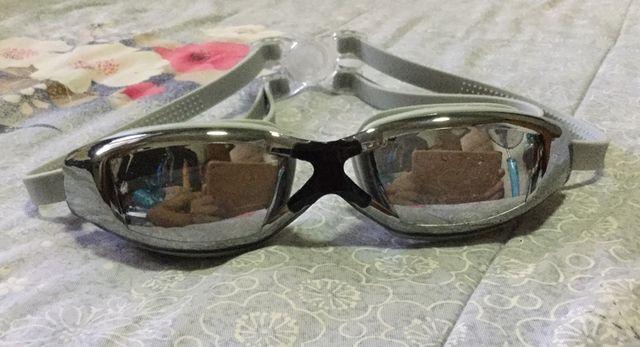 แว่นตาว่ายน้ำ