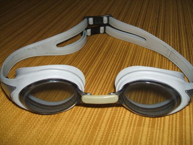 แว่นตาว่ายน้ำ High Club